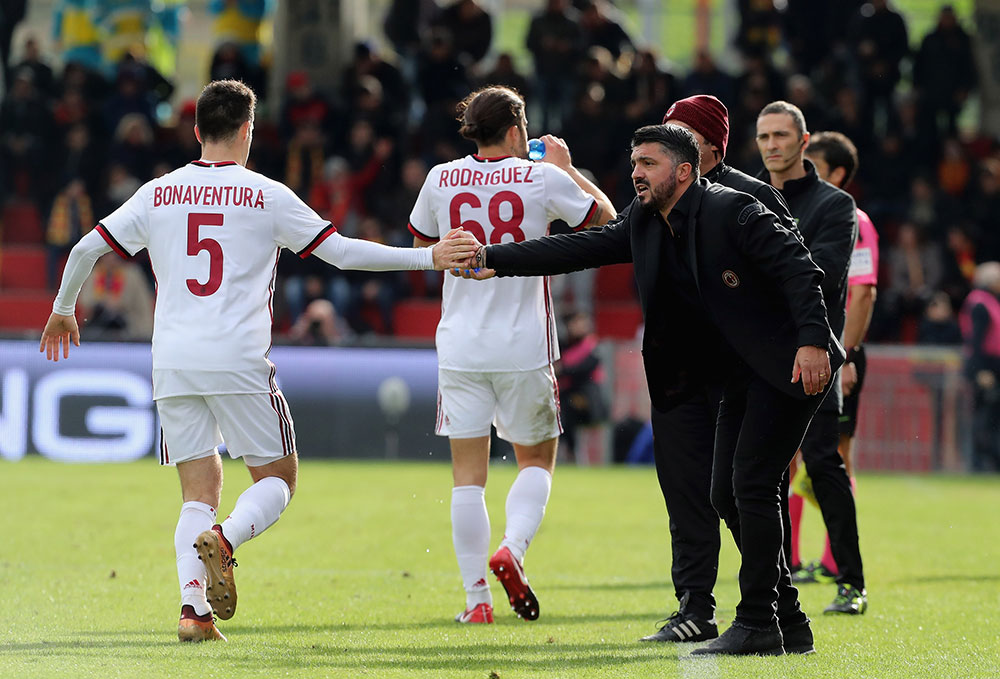 Gennaro Gattuso and Giacomo Bonaventura during Benevento-Milan at Stadio Ciro Vigorito on December 3, 2017.  (Photo by Maurizio Lagana/Getty Images)