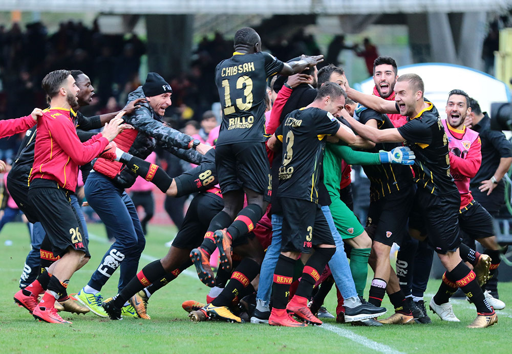 Benevento players celebrating during Benevento-Milan at Stadio Ciro Vigorito on December 3, 2017.  (Photo by Maurizio Lagana/Getty Images)