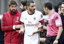 Leonardo Bonucci talking to referee Maurizio Mariani at the end of Benevento-Milan at Stadio Ciro Vigorito on December 3, 2017. (@acmilan.com)