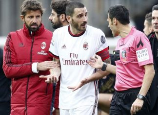 Leonardo Bonucci talking to referee Maurizio Mariani at the end of Benevento-Milan at Stadio Ciro Vigorito on December 3, 2017. (@acmilan.com)