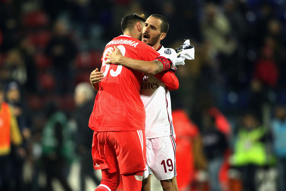 Gianluigi Donnarumma and Leonardo Bonucci celebrating at the end of Cagliari-Milan at Sardegna Arena on January 21, 2018. (Photo by Enrico Locci/Getty Images)
