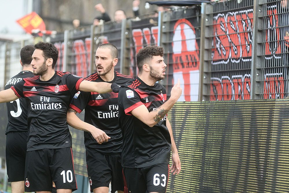 Patrick Cutrone, Leonardo Bonucci and Hakan Çalhanoğlu celebrating during SPAL-Milan at at Stadio Paolo Mazza on February 10, 2018. (Photo by Mario Carlini / Iguana Press/Getty Images)