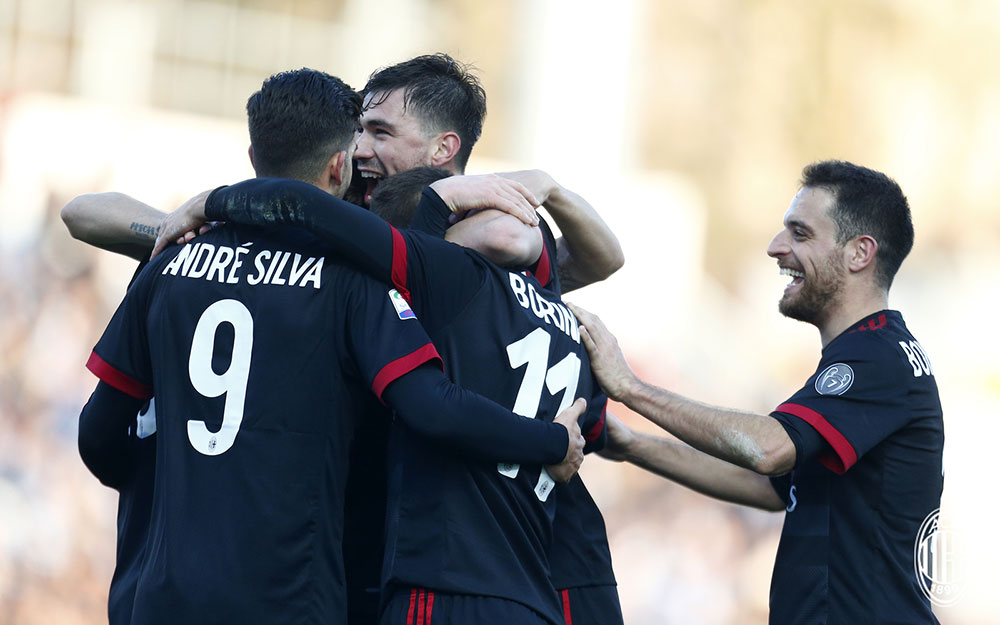 Giacomo Bonaventura, Alessio Romagnoli, Fabio Borini and André Silva celebrating during SPAL-Milan at at Stadio Paolo Mazza on February 10, 2018. (@acmilan.com)