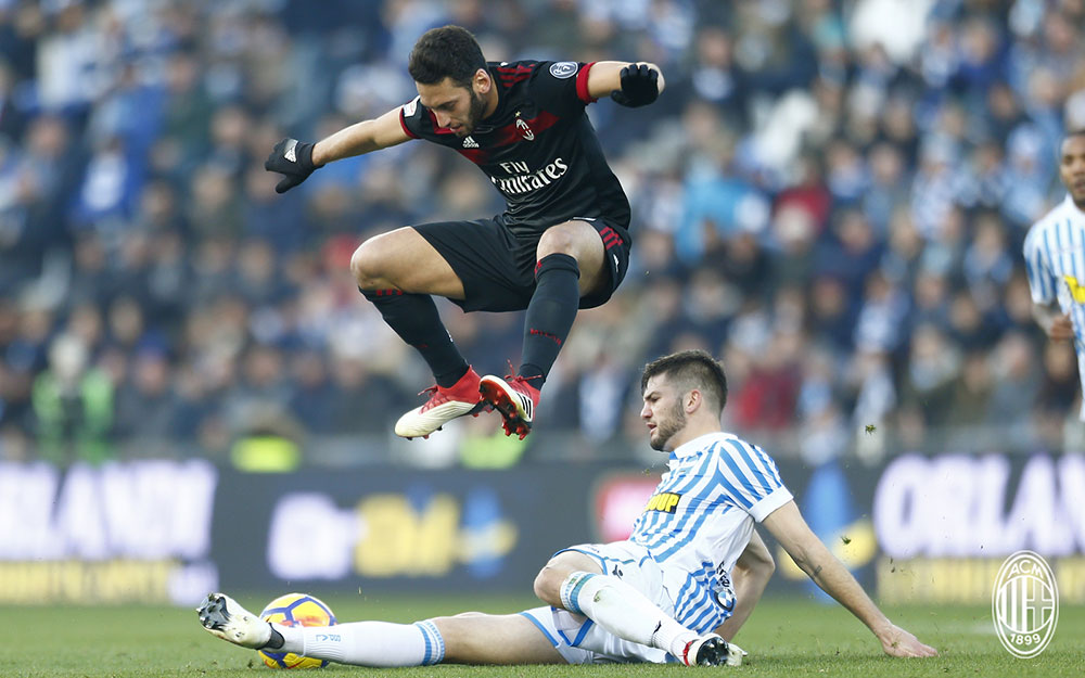 Hakan Çalhanoğlu during SPAL-Milan at at Stadio Paolo Mazza on February 10, 2018. (@acmilan.com)