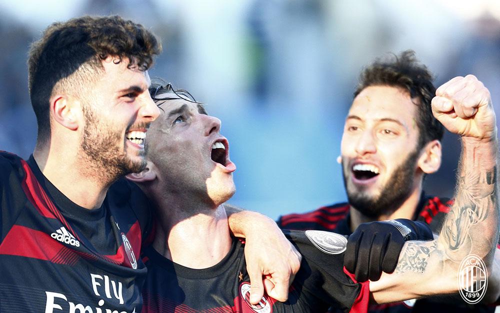 Lucas Biglia, Patrick Cutrone and Hakan Çalhanoğlu celebrating during SPAL-Milan at at Stadio Paolo Mazza on February 10, 2018. (@acmilan.com)