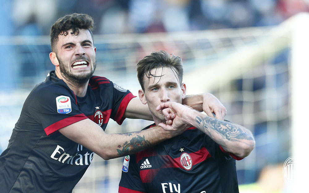 Lucas Biglia and Patrick Cutrone celebrating during SPAL-Milan at at Stadio Paolo Mazza on February 10, 2018. (@acmilan.com)