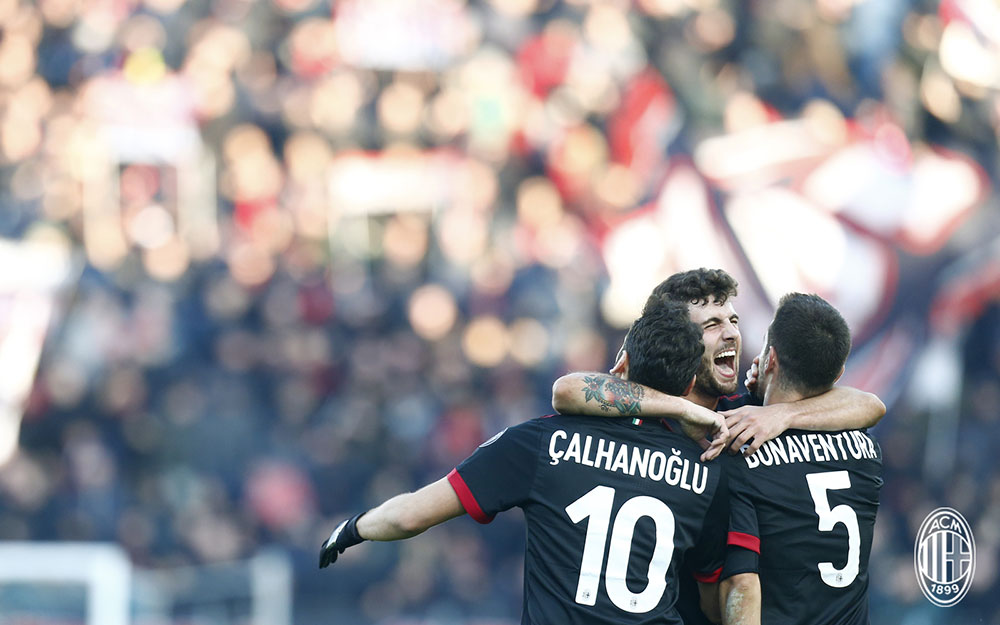 Patrick Cutrone, Hakan Çalhanoğlu and Giacomo Bonaventura celebrating during SPAL-Milan at at Stadio Paolo Mazza on February 10, 2018. (@acmilan.com)