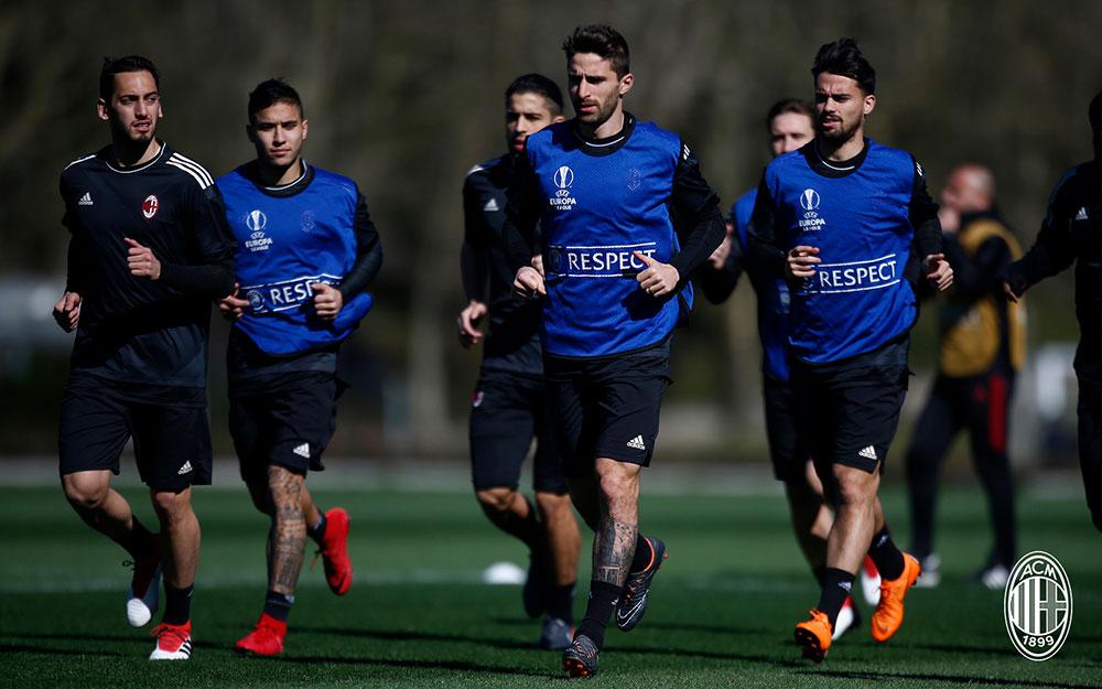 Hakan Çalhanoğlu, Jose Mauri, Ricardo Rodriguez, Fabio Borini and Suso during training at Milanello. (@acmilan.com)