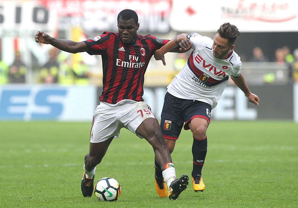 Franck Kessié and Andrea Bertolacci during Milan-Genoa at Stadio San Siro on October 22, 2017. (Photo by Marco Luzzani/Getty Images)