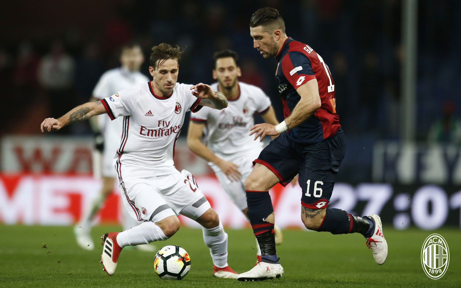 Lucas Biglia and Andrey Galabinov during Genoa-Milan at Stadio Luigi Ferraris on March 11, 2018. (@acmilan.com)