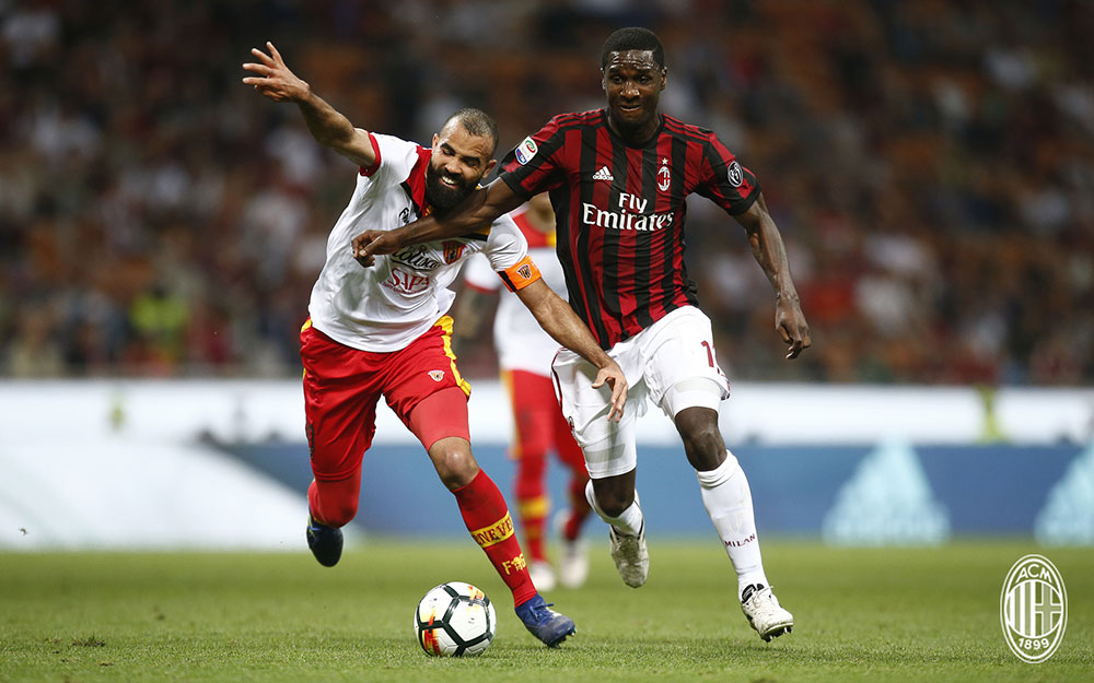 Sandro and Cristian Zapata during Milan-Benevento at Stadio San Siro on April 21, 2018. (@acmilan.com)