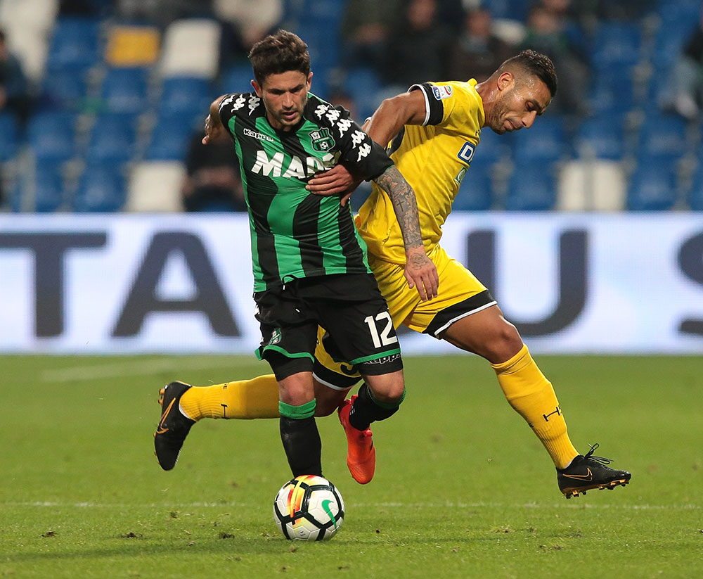 Stefano Sensi and Ali Adnan Kadhim during Sassuolo-Udinese at Mapei Stadium – Città del Tricolore on October 25, 2017. (TIZIANA FABI/AFP/Getty Images)