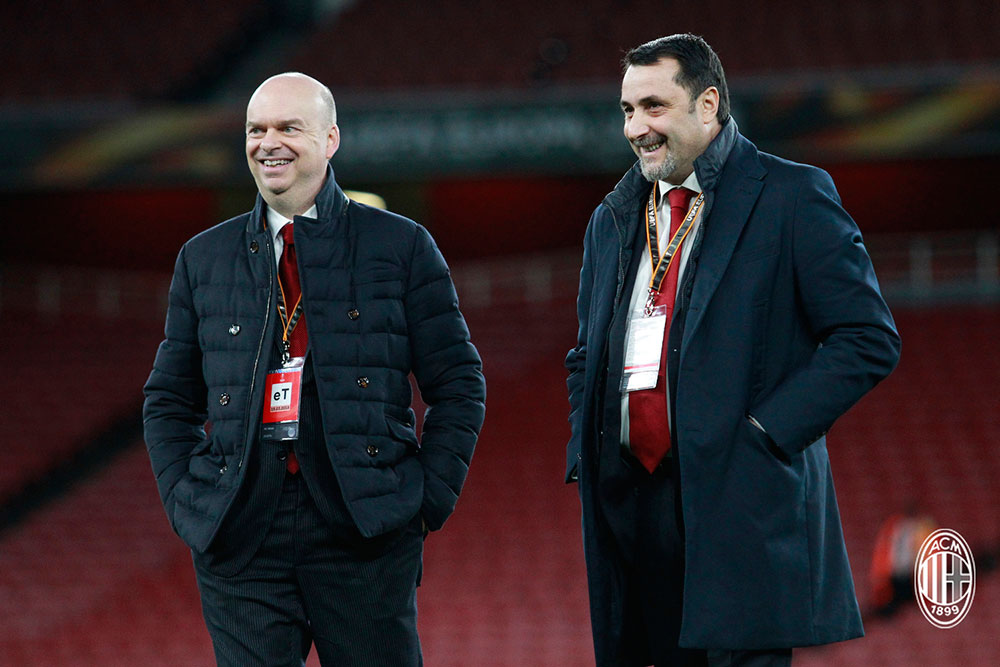 Marco Fassone and Massimiliano Mirabelli before Arsenal-Milan at the Emirates Stadium on March 15, 2018. (@acmilan.com)