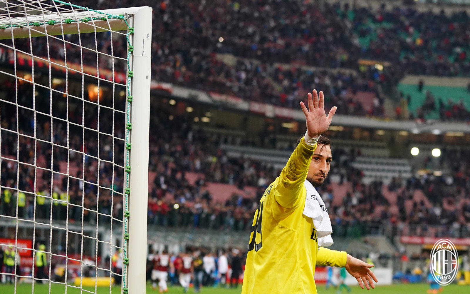 Gianluigi Donnarumma at the end of Milan-Napoli at Stadio San Siro on April 15, 2018. (@acmilan.com)