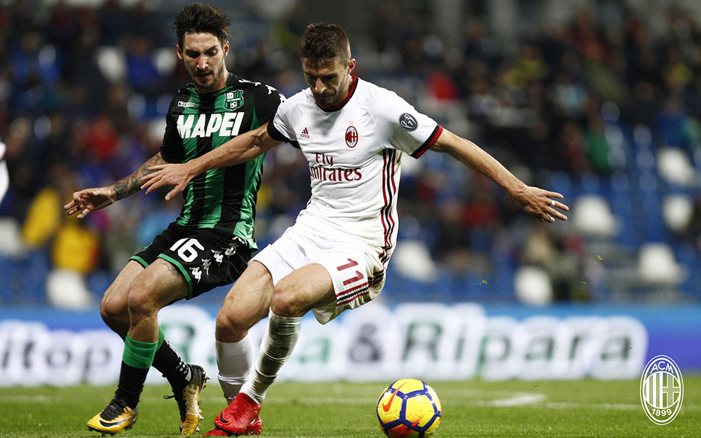 Fabio Borini and Matteo Politano during Sassuolo-Milan at at Mapei Stadium – Città del Tricolore on November 5, 2017. (@acmilan.com)