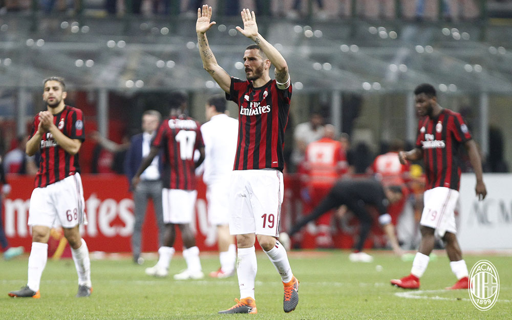 Leonardo Bonucci thanking the fans at the end of  Milan-Benevento at Stadio San Siro on April 21, 2018. (@acmilan.com)