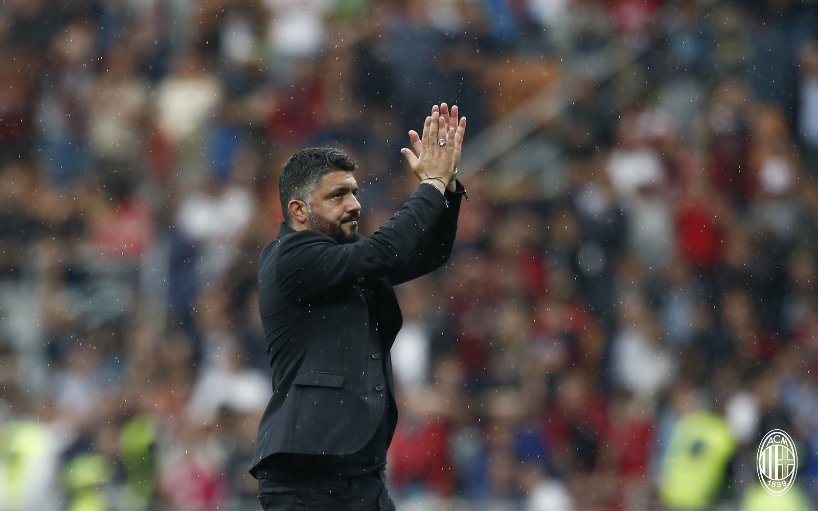 Gennaro Gattuso thanking the fans at the end of Milan-Fiorentina at Stadio San Siro on May 20, 2018. (@acmilan.com)