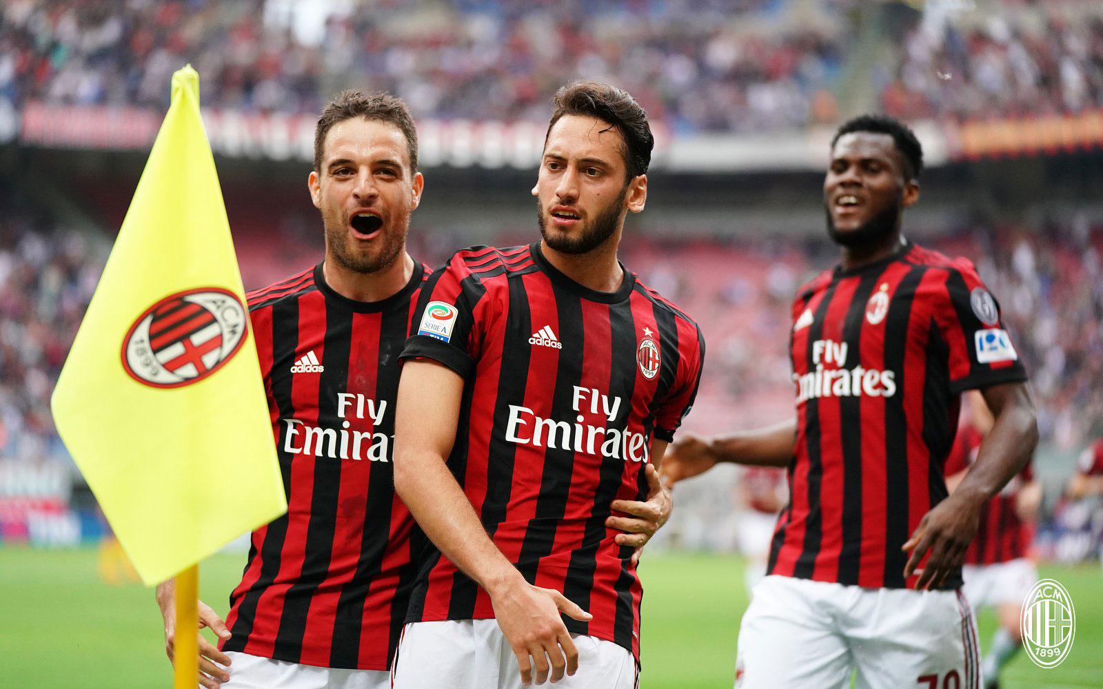 Hakan Çalhanoğlu, Giacomo Bonaventura and Franck Kessié celebrating during Milan-Hellas Verona at Stadio San Siro on May 5, 2018. (@acmilan.com)