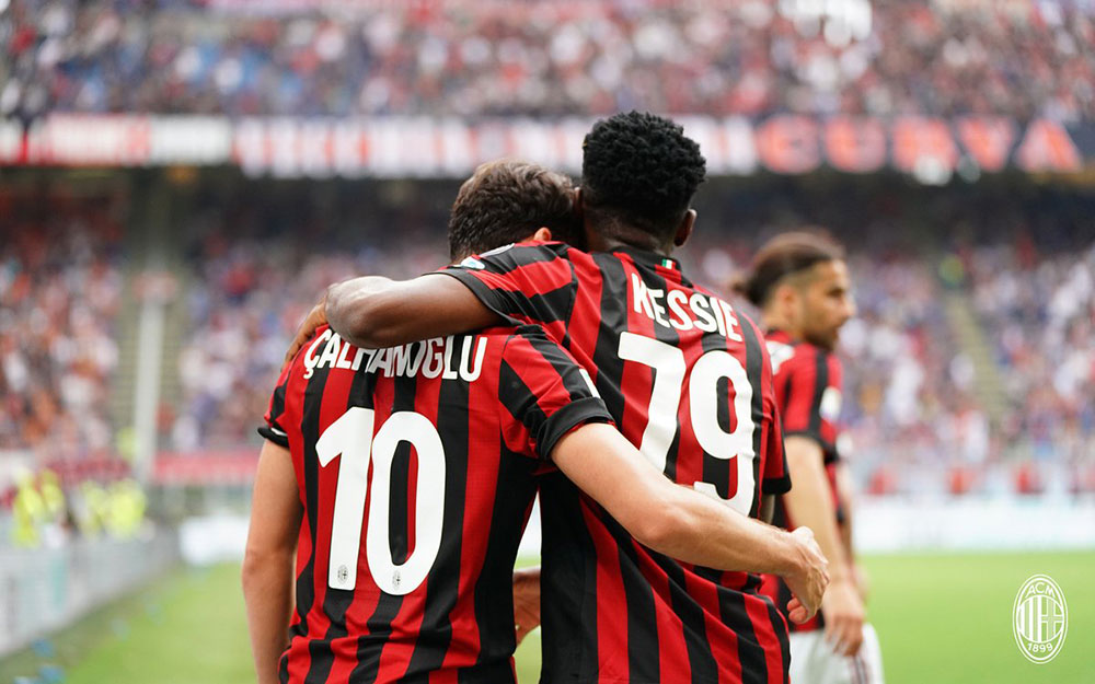 Hakan Çalhanoğlu and Franck Kessié celebrating during Milan-Hellas Verona at Stadio San Siro on May 5, 2018. (@acmilan.com)