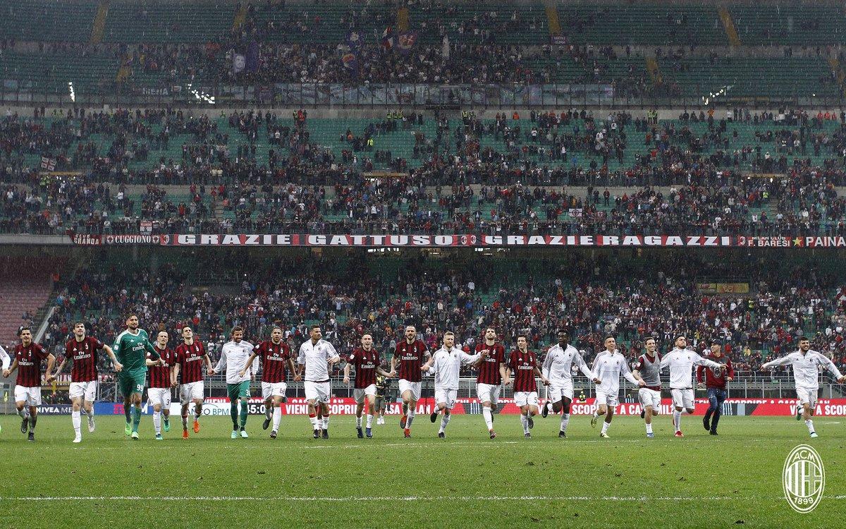 Milan players thanking the fans at the end of Milan-Fiorentina at Stadio San Siro on May 20, 2018. (@acmilan.com)