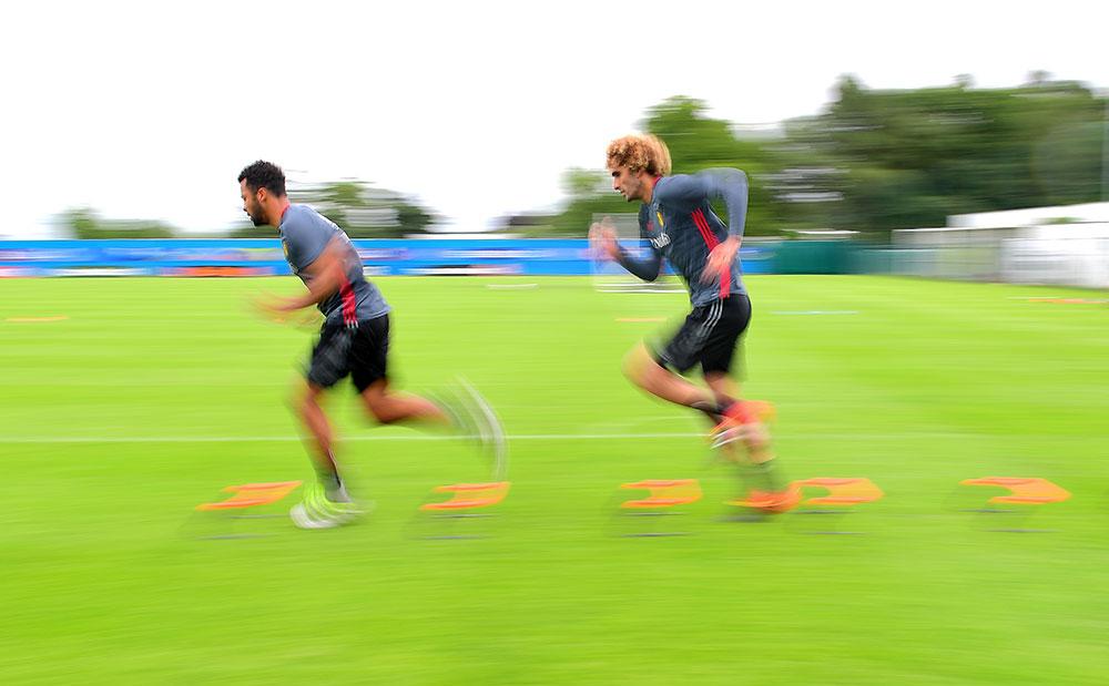 Mousa Dembélé and Marouane Fellaini during Belgia national team training in Le Haillan, southwestern France, on June 27, 2016. (EMMANUEL DUNAND/AFP/Getty Images)