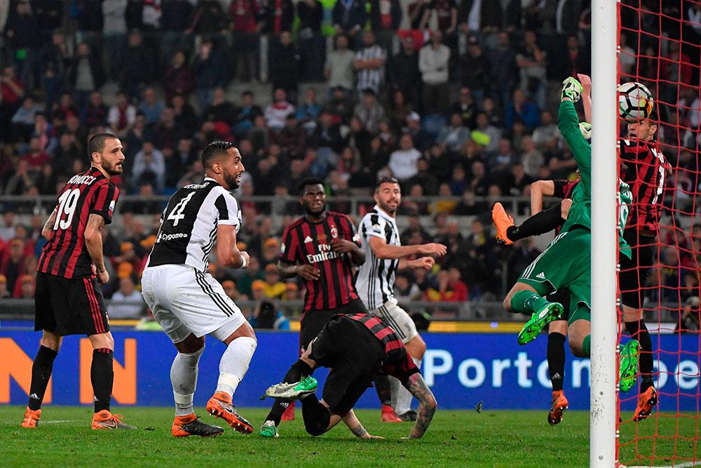 Nikola Kalinić scoring an own goal during Juventus-Milan at Stadio Olimpico on May 9, 2018. (TIZIANA FABI/AFP/Getty Images)