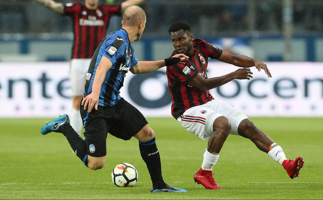 Franck Kessié and Andrea Masiello during Atalanta-Milan at Stadio Atleti Azzurri d'Italia on May 13, 2018. (Photo by Marco Luzzani/Getty Images)
