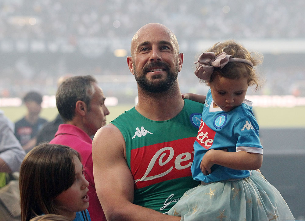 Pepe Reina celebrating after Napoli-Crotone at Stadio San Paolo on May 20, 2018. (Photo by Francesco Pecoraro/Getty Images)