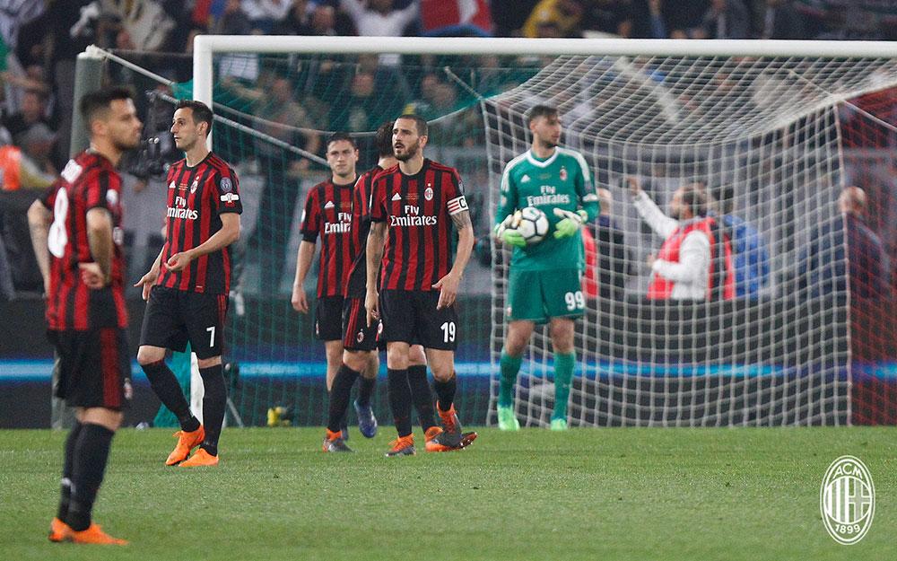Suso, Nikola Kalinić, Davide Calabria, Alessio Romagnoli, Leonardo Bonucci and Gianluigi Donnarumma during Juventus-Milan at Stadio Olimpico on May 9, 2018. (@acmilan.com)