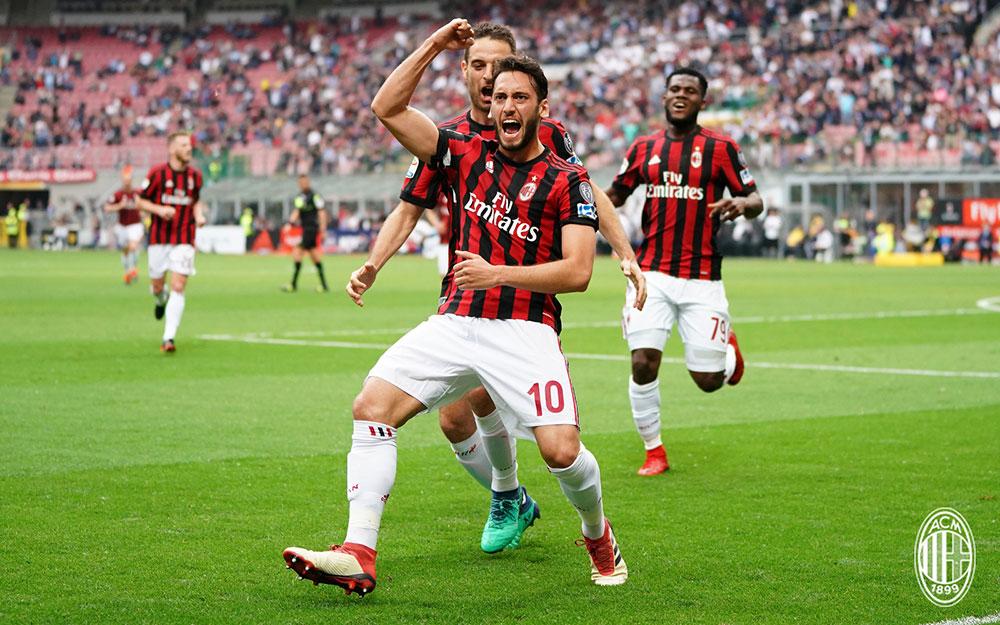 Hakan Çalhanoğlu , Giacomo Bonaventura and Franck Kessié celebrating during Milan-Hellas Verona at Stadio San Siro on May 5, 2018. (@acmilan.com)