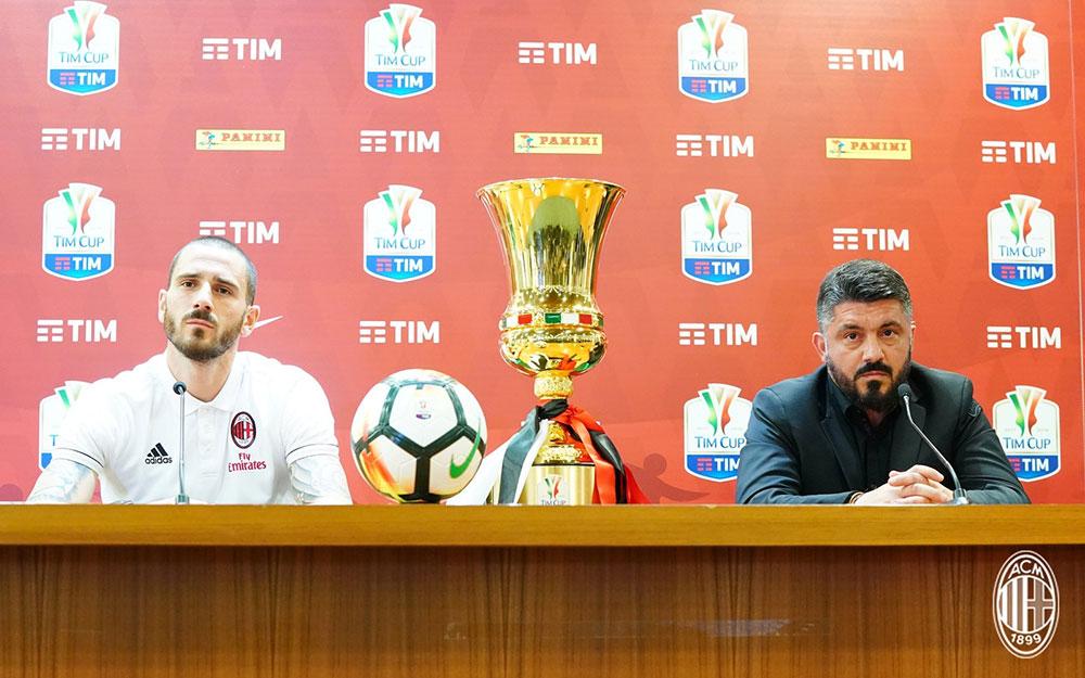 Gennaro Gattuso and Leonardo Bonucci during a press conference at Stadio Olimpico on May 8, 2018. (@acmilan.com)