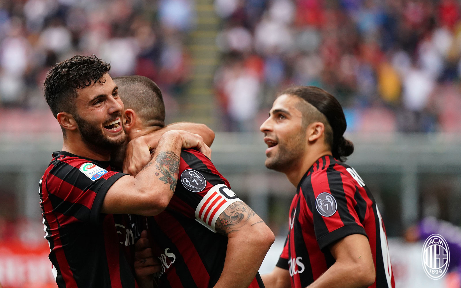 Patrick Cutrone, Leonardo Bonucci and Ricardo Rodriguez celebrating during Milan-Fiorentina at Stadio San Siro on May 20, 2018. (@acmilan.com)