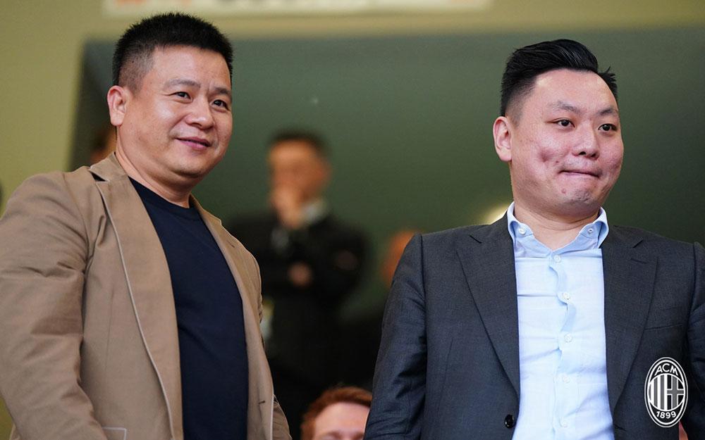Yonghong Li and Han Li before Milan-Hellas Verona at Stadio San Siro on May 5, 2018. (@acmilan.com)