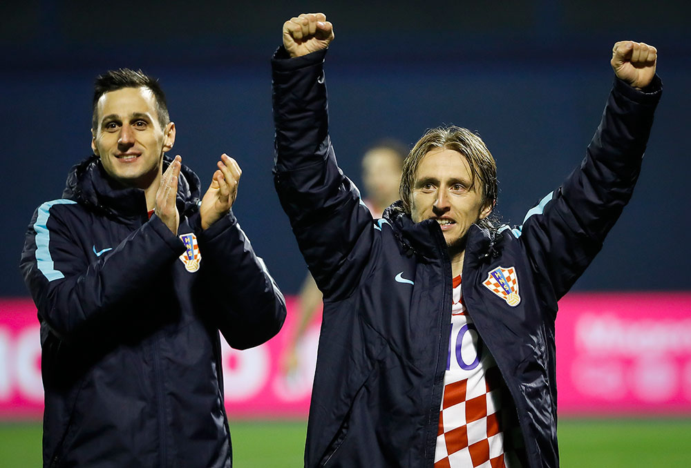 Nikola Kalinić and Luka Modrić celebrate at the end of the Croatia-Greece FIFA 2018 World Cup Qualifier Play-Off first leg at Stadion Maksimir on November 9, 2017 in Zagreb, Croatia (Photo by Srdjan Stevanovic/Getty Images)