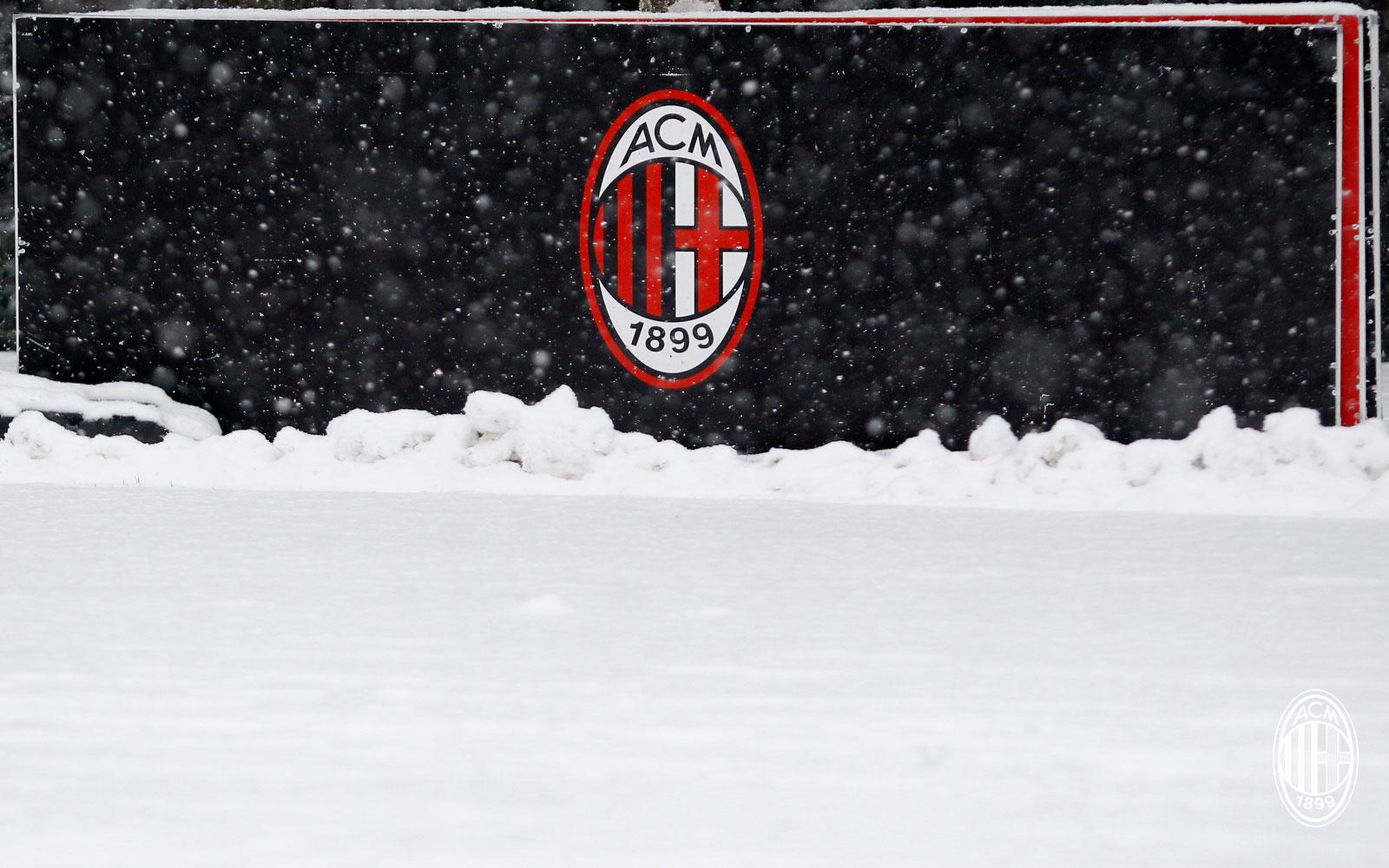 The Milan logo at Milanello. (@acmilan.com)