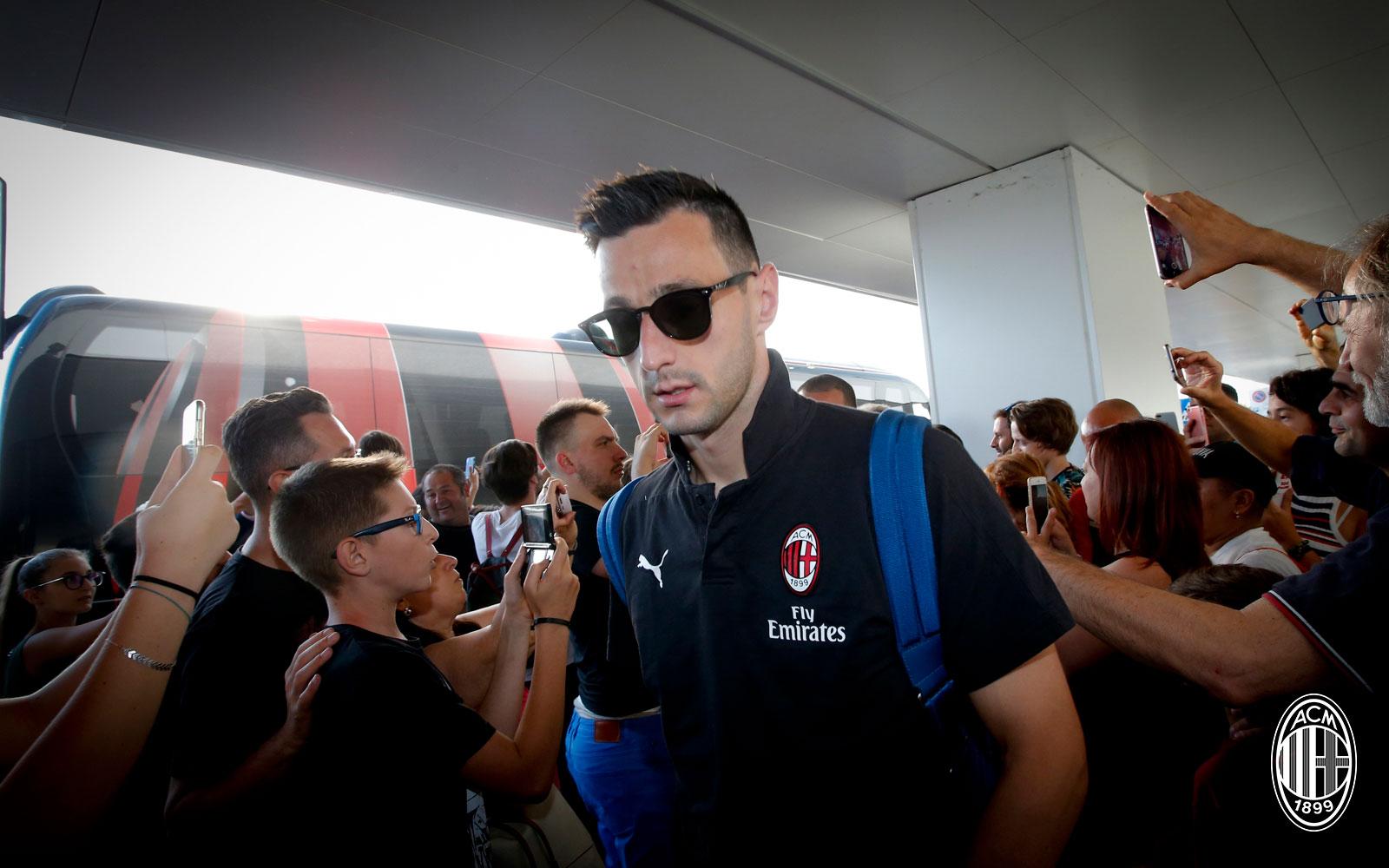 Nikola Kalinic at Linate airport on July 22, 2018. (@acmilan.com)