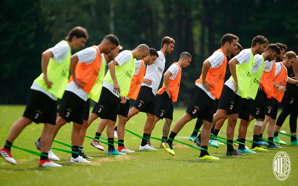 The squad during training at Milanello. (@acmilan.com)