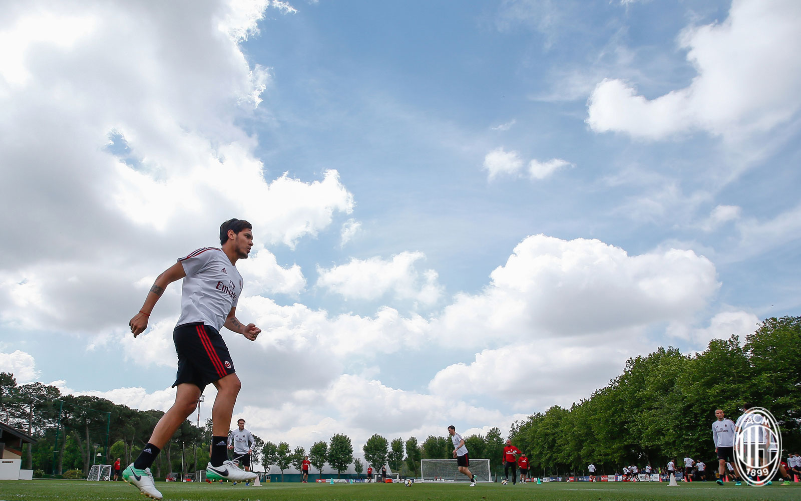 Gustavo Gomez during training at Milanello. (@acmilan.com)
