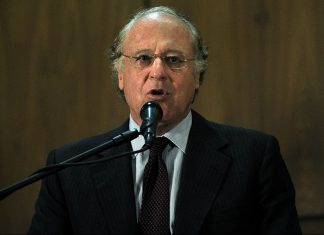 Paolo Scaroni speaking at the headquarters of the Venezuelan state-owned oil and natural gas company PDVSA in Caracas, on November 22, 2010. (JUAN BARRETO/AFP/Getty Images)