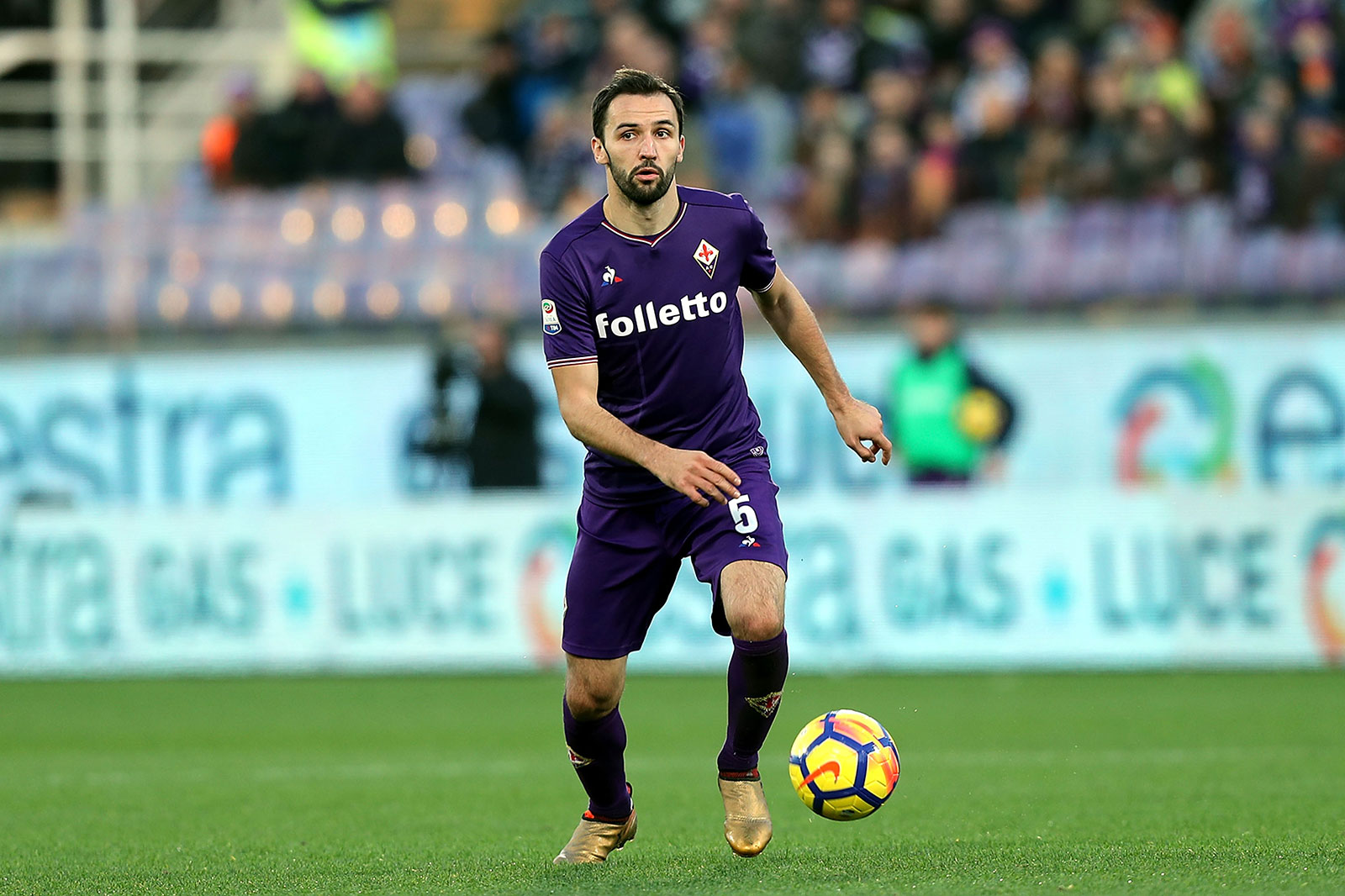 Milan Badelj during Fiorentina-Genoa at Stadio Artemio Franchi on December 17, 2017. (Photo by Gabriele Maltinti/Getty Images)