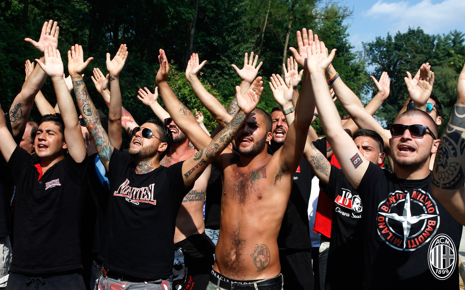 Milan fans during training at Milanello on July 9, 2018. (@acmilan.com)