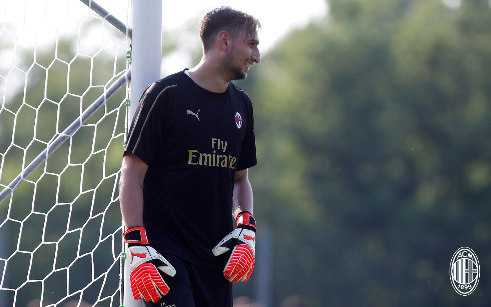 Gianluigi Donnarumma during training at Milanello. (@acmilan.com)