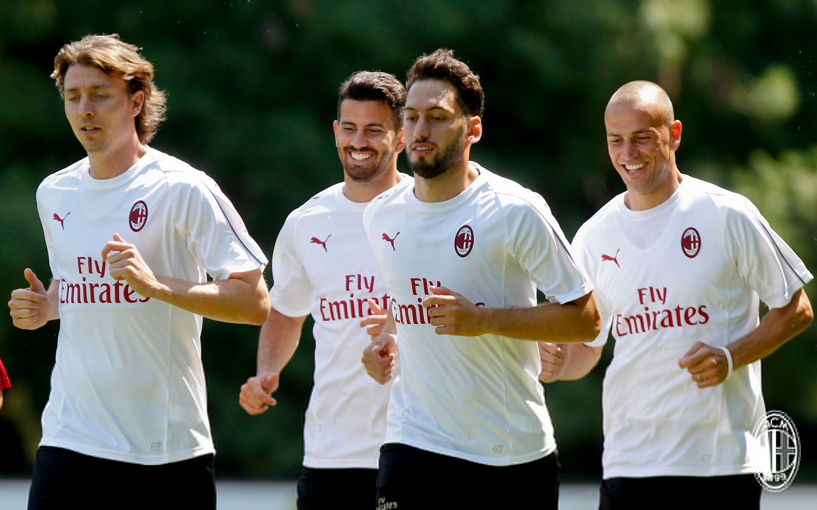Riccardo Montolivo, Mateo Musacchio, Hakan Çalhanoğlu and Luca Antonelli during training at Milanello. (@acmilan.com)