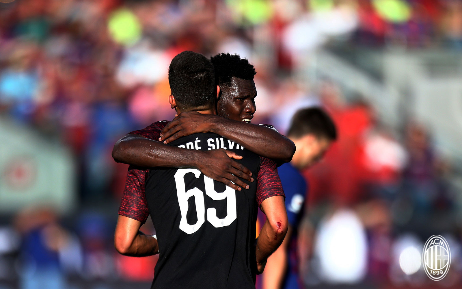 André Silva and Franck Kessié celebrating during Barcelona-Milan at Levi's Stadium on August 5, 2018. (@acmilan.com)