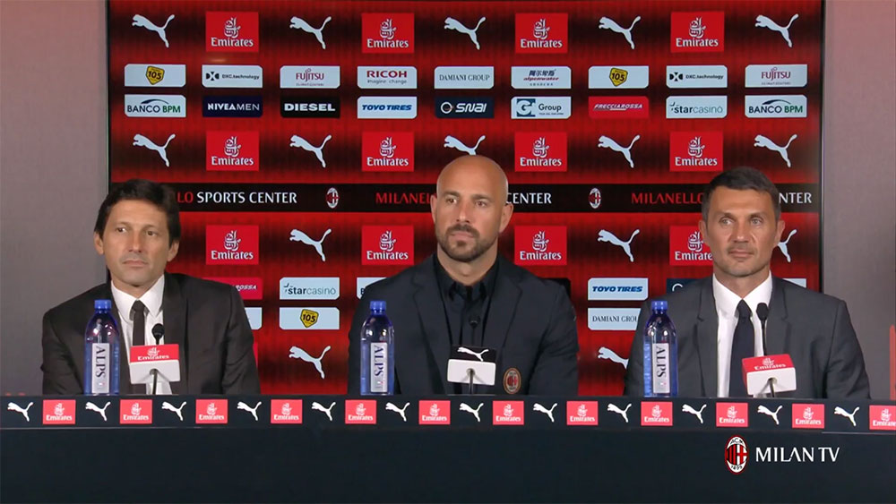 Leonardo, Pepe Reina and Paolo Maldini during the presentation at Milanello of Milan's new #25 on August 10, 2018. (@acmilan.com)