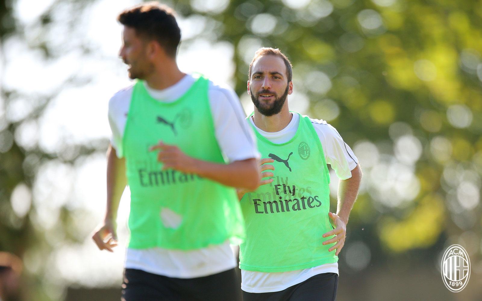 Gonzalo Higuain during training at Milanello. (@acmilan.com)