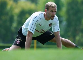 Ivan Strinić during training at Milanello. (@acmilan.com)