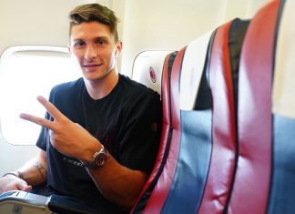 Mattia Caldara on the way to Naples. (@acmilan.com)