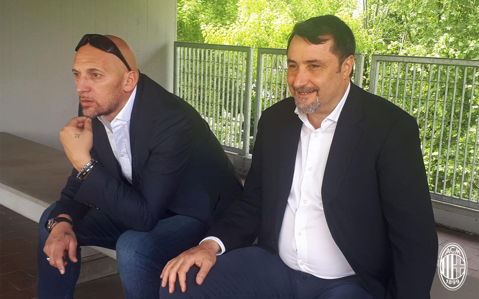 Christian Abbiati and Massimiliano Mirabelli watching a game. (@acmilan.com)