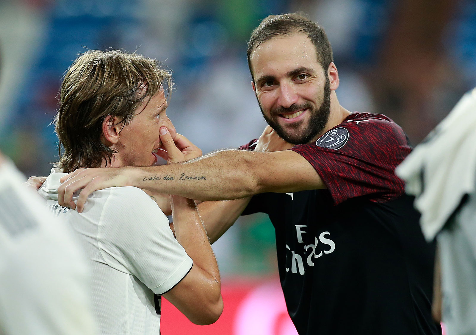 Gonzalo Higuain and Luka Modrić at the end of Real Madrid-Milan at Estadio Santiago Bernabéu on August 11, 2018. (Photo by Gonzalo Arroyo Moreno/Getty Images)